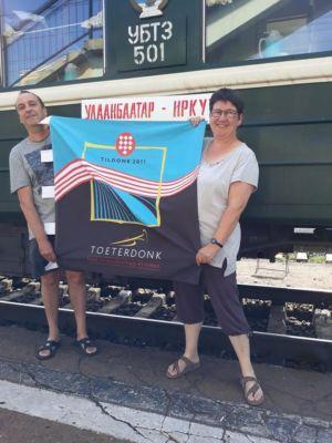 Carinne Dirk Voor De Trein Van Irkutsk Naar Darkhan In Mongolië.